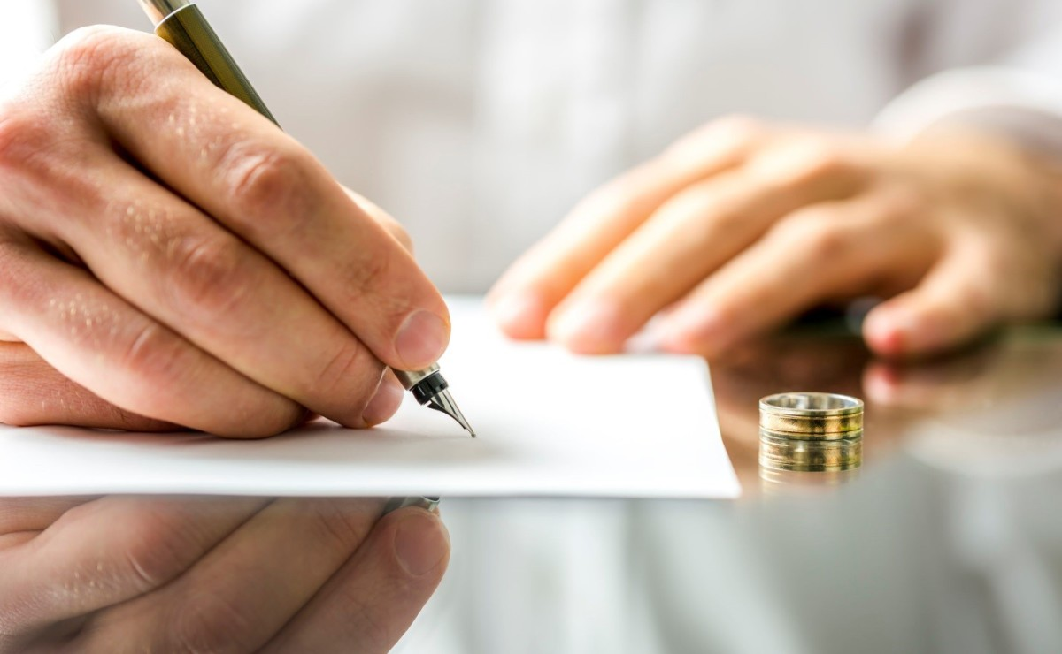 Consultation With a Divorce Lawyer
